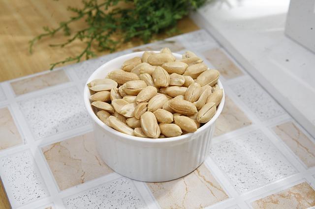 seasoned-peanuts-388793_640